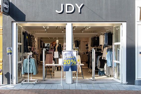 Jacqueline de Yong JDY